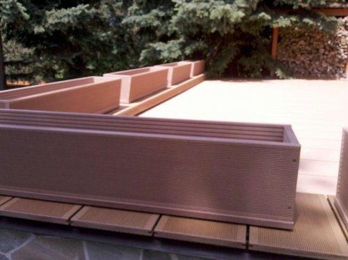 Balkonkästen aus WBC-Terrassenbelag