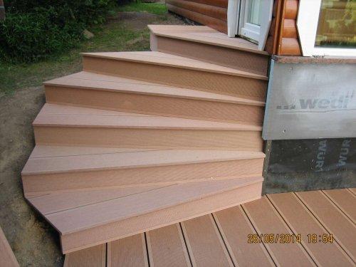 gewendelte Treppe aus WBC-Terrassenbelag